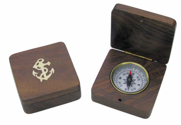 Kleiner Messing Kompass in der Holzbox